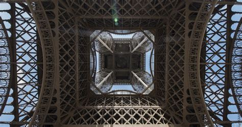 The Eiffel Tower lights symbolically turned off on