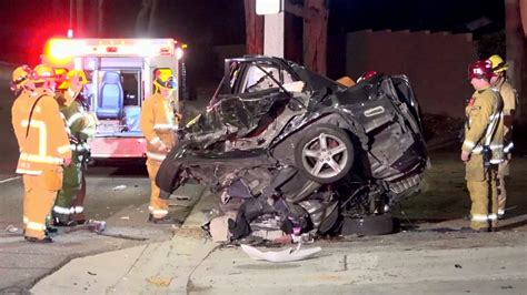 Driver dies when car crashes into pole in Fullerton