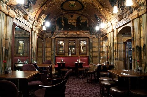 20 Beautiful Pubs – Which Attract LOTS of Customers