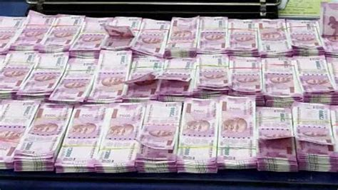 Nigerian man carrying Rs 53 lakh in new notes detained at