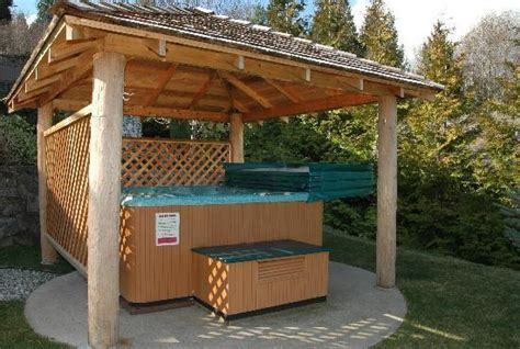 Hot tub in shelter - Picture of At The Shore B&B, Sechelt